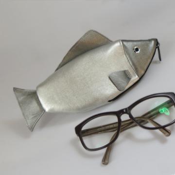 Brillenetui Fisch